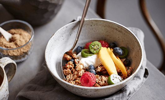 Vanilla Granola with Vanilla Yoghurt and Fruit